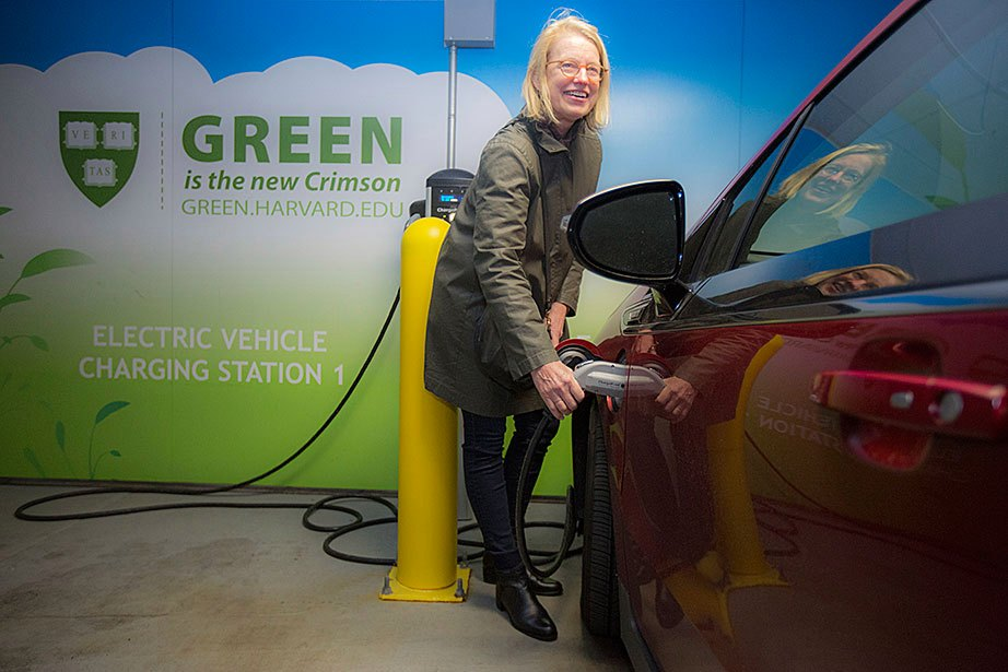 Susan Andrade uses the electric car charging stations in the new parking garage on the HMS campus. There are more than 25 electric vehicle charging stations located across Harvard's Cambridge and Boston campuses.