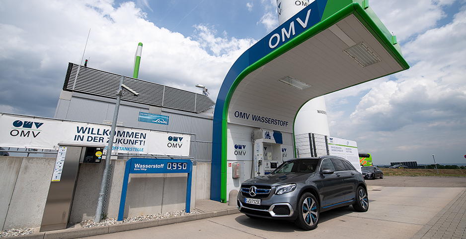 Car fills up on hydrogen in Germany. Photo credit: Sebastian Gollnow/dpa/picture-alliance/Newscom