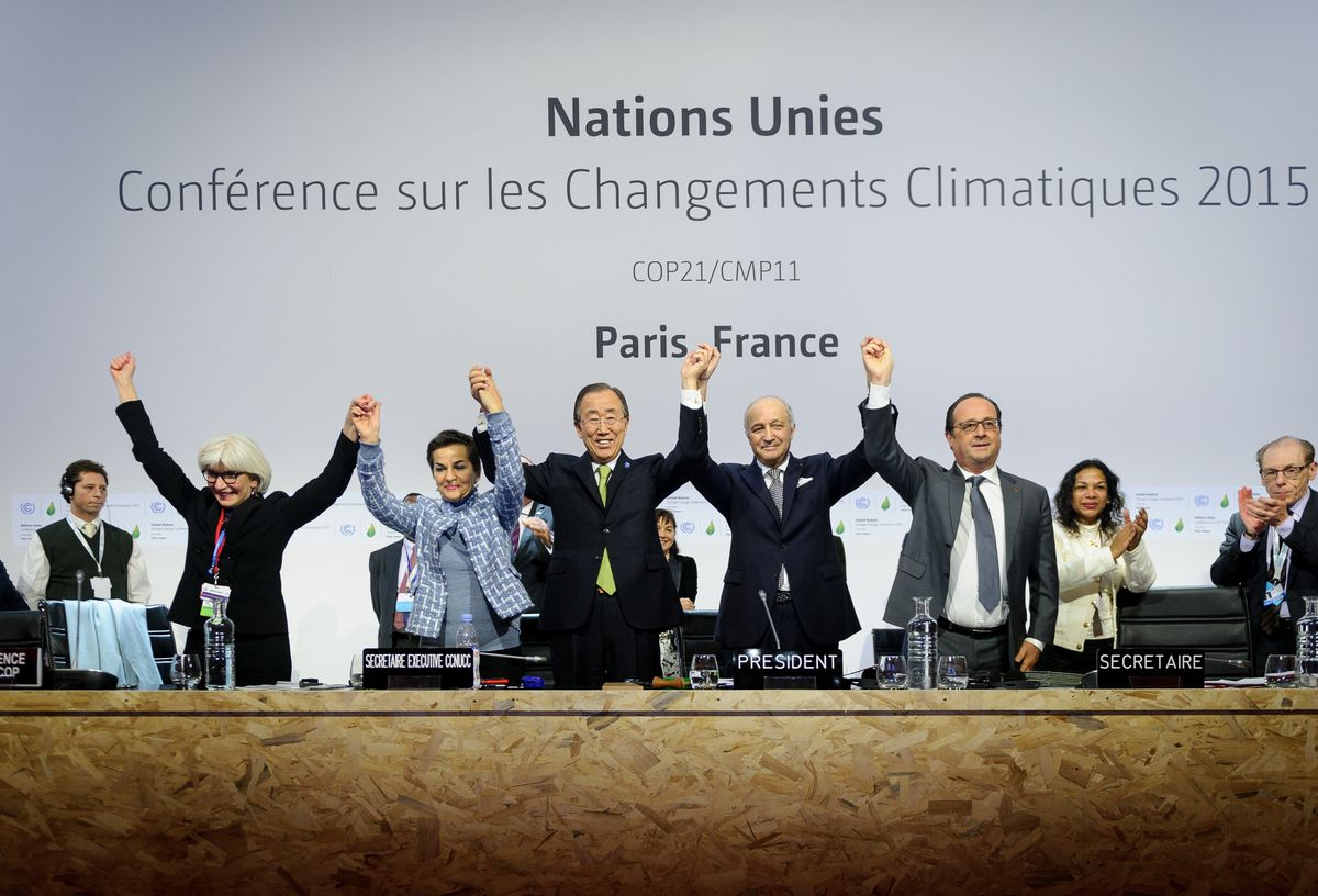 Climate change deal struck at Paris Summit