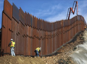 border wall build